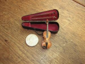 dad's violin close up